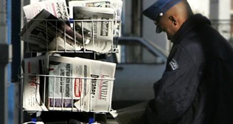 Kiosque, Alger, 16 décembre 2005. FAYEZ NURELDINE / AFP