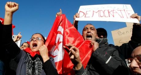 Des immigrés tunisiens installés en France manifestent à Marseille, le 15 janvier 2011 / REUTERS