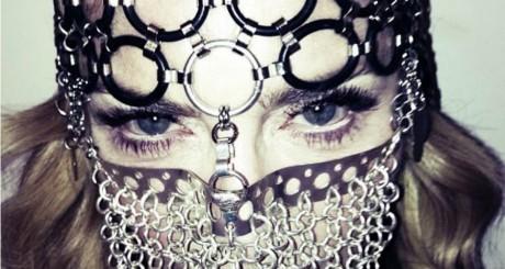 Le niqab en métal de Madonna / © Page Facebook de la chanteuse