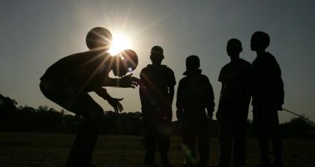 Jeunes enfants sud-africains, Johannesburg / AFP