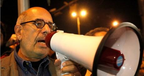 Mohammed El-Baradei lors des manifestations sur la place Tahrir, Le Caire, janvier 2011 / REUTERS