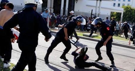 La police réprime une manifestation de chômeurs, Rabat, 29 mai 2013 / Reuters