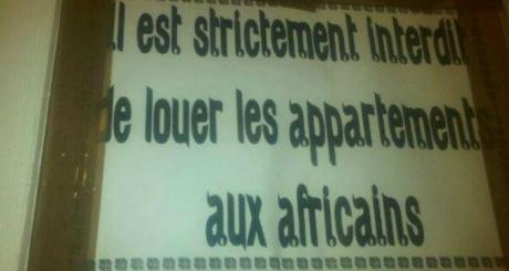 Affiche prise en photo dans un immeuble de Casablanca / © Facebook