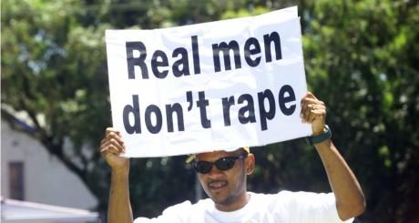Marche des hommes contre les violences envers les femmes, Afrique du Sud, 2001 / REUTERS