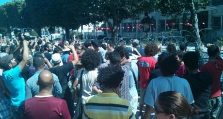 Manifestation devant le minstère de l'Intérieur, Tunis, 25 juillet 2013 / Nawaat