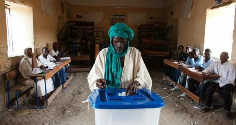 Un électeur malien, Tombouctou, 28 juillet 2013 / Reuters