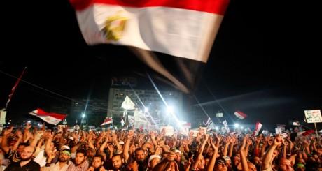 Manifestants pro-Morsi sur la place Rabaa Adawiya, au Caire, le 28 juillet 2013 / REUTERS
