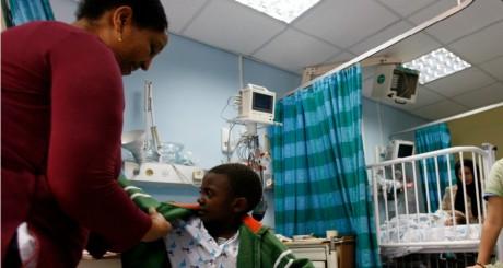 Garçon kenyan de 7 ans à l'hôpital de Holon, Israël, 2008 / REUTERS