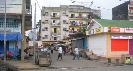 Un quartier populaire d'Abidjan ©Hétéroclite