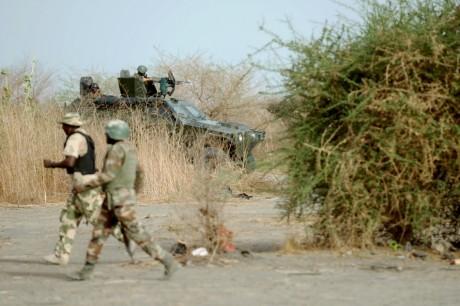Patrouille de l'armée nigériane, le 5 juin 2013 dans le Nord du Nigeria. Quentin Leboucher / AFP