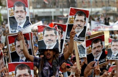Partisans pro-Morsi, au Caire, le 15 août 2013; REUTERS/Mohamed al-Sayaghi
