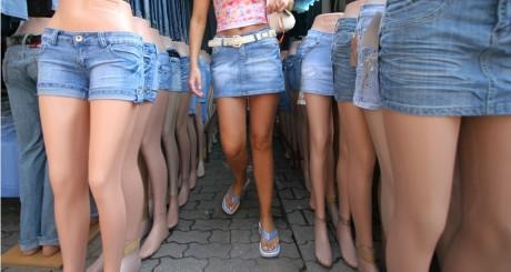 Etalage de jupes courtes, 2007 / REUTERS