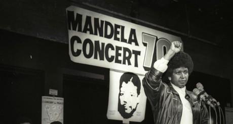 Winnie Mandela annonce un concert hommage pour les 70 ans de son époux emprisonné, Johannesburg, 17 juillet 1988 / REUTERS