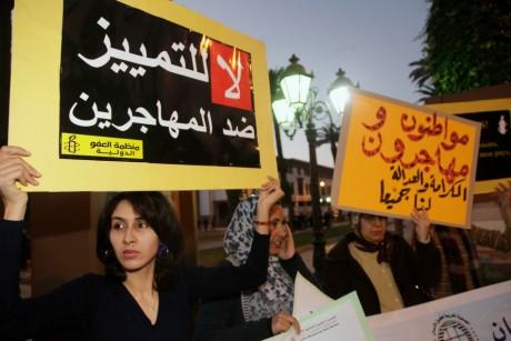"""Manifestation pour le droit des migrants africains au Maroc: """" Non à la discrimination contre les migrants"""". REUTERS/Stringer"""