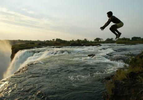 Les chutes Victoria, Zimbabwe. REUTERS/Howard Burditt