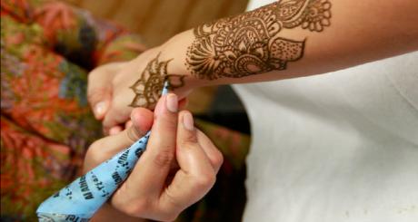 Tatouage au henné, 2012 / REUTERS