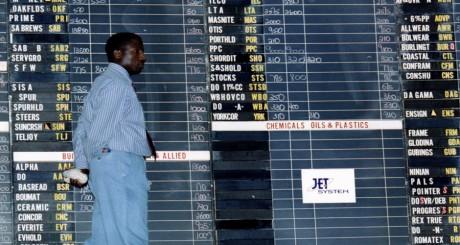 Employé à la Bourse de Johannesbourg / REUTERS