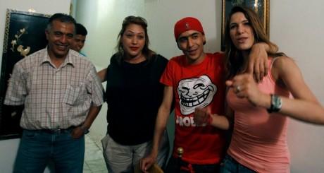 Le rappeur Weld El 15 avec sa famille et ses amis le jour de sa sortie de prison, le 2 juillet 2013 / REUTERS