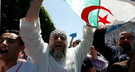 Le prédicateur Abdelfettah Hamadache lors d'une manifestation à Alger, 4 juin 2010 / REUTERS