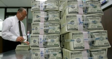 Liasses de billets de 100 dollars, 3 février 2009 / REUTERS