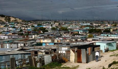 Township du Cap en Afrique du Sud, 12 juillet 2012.  REUTERS/Mike Hutchings