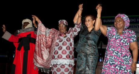 Joyce Banda, 2e à partir de la gauche, Lilongwe, août 2013 / AFP