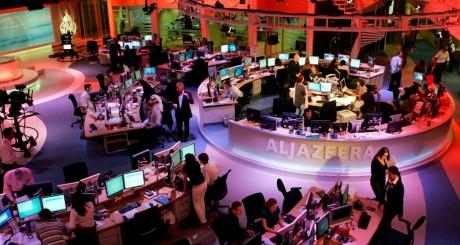 Salle de rédaction d'Al-Jazeera à Doha, Qatar, 14 novembre 2006 / REUTERS