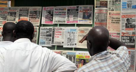 Kiosque à journaux, Yaoundé, novembre 2012 / AFP