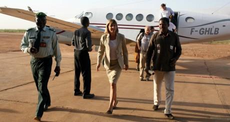 Anne Lauvergeon, PDG d'Areva, se rend à Arlit après l'enlèvement de sept Occidentaux, 1er octobre 2010, Niamey / REUTERS