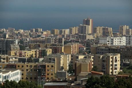 Immeubles résidentiels dans la banlieue d'Alger, le 8 juillet 2013. REUTERS/Ramzi Boudina