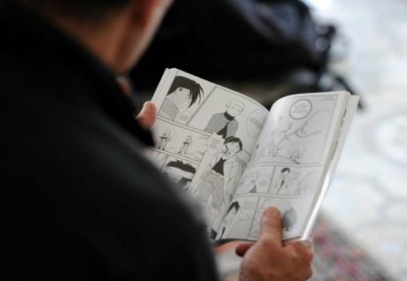 Lecture de manga, Alger. FAROUK BATICHE / AFP
