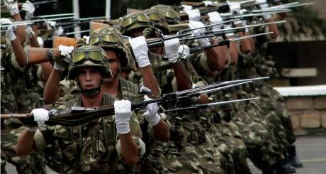 Elèves officiers à la cérémonie de remise des diplômes, Alger, 27 juin 2012 / REUTERS