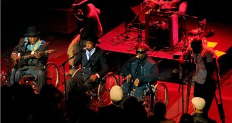 Le Staff Benda Bilili en concert à Paris, le 14 décembre 2009 / REUTERS