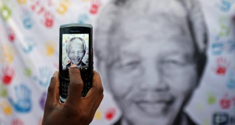Une effigie de Mandela prise en photo, juillet 2013 / Reuters