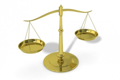 Une balance de justice. Via Flickr @The Open University