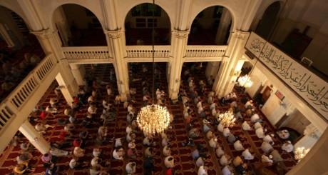 Prière à la Grande mosquée d'Alger, septembre 200ç / Reuters