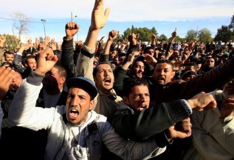 Manifestation à Laghouat, le 11 janvier 2012. REUTERS/Zohra Bensemra