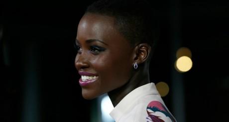 Lupita Nyongo, lors de la première de 12 Yeears A Slave à Los Angeles, 14 octobre 2013 / Reuters