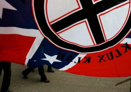 Drapeau du Ku Klux Klan.  REUTERS/Jessica Rinaldi