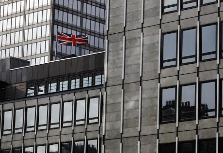 L'Union Jack flottant au-dessus du ministère de l'économie. Octobre 2013 REUTERS / Luke MacGregor