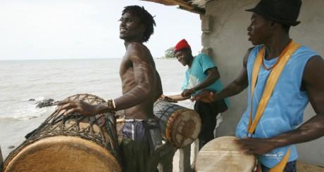 Joueurs de djembés, Conakry, Guinée / Reuters