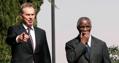 Tona Blair et Thabo Mbeki lros d'une conférence à Pretoria en 2007. REUTERS/Siphiwe Sibeko