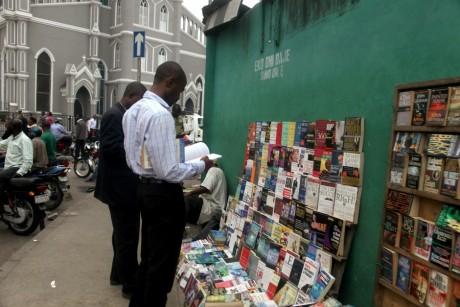 Une librairie de livres d'occasions au Nigeria, REUTERS/Akintunde Akinleye