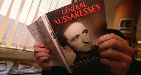 Photo prise en 2001 du livre d'Aussaresses / AFP