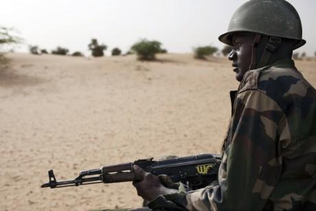 Un soldat malien à Tombouctou. REUTERS/Joe Penney