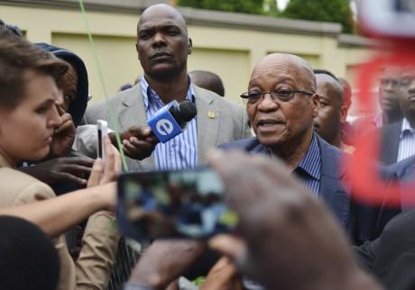 Le président sud-africain, Jacob Zuma, face à la presse.  Johannesburg. REUTERS/Mujahid Safodien