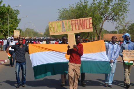 Une manifestation contre Areva à Niamey. Boureima HAMA / AFP