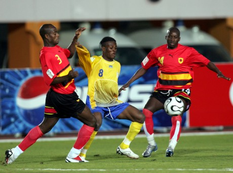Le Congolais Tresor Mputu va finalement rejoindre l'Angola.  REUTERS/Suhaib Salem