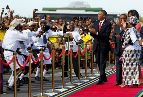 Barack Obama à son arrivée à  l'aéroport de Dar es Salaam en Tanzanie, REUTERS / Jason Reed