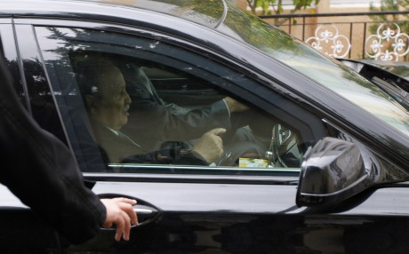 Abdelaziz Bouteflika durant les élections municipales de 2012. REUTERS/Louafi Larbi